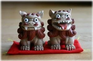 Quite possibly my favourite shisa sculptures that I've found. SO HAPPY.
